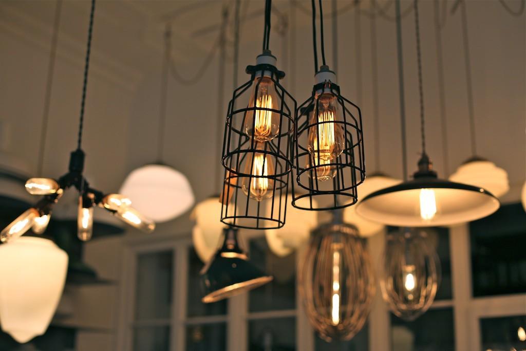 Un luminaire pour son chez-soi : le guide d'achat pour éclairer votre choix